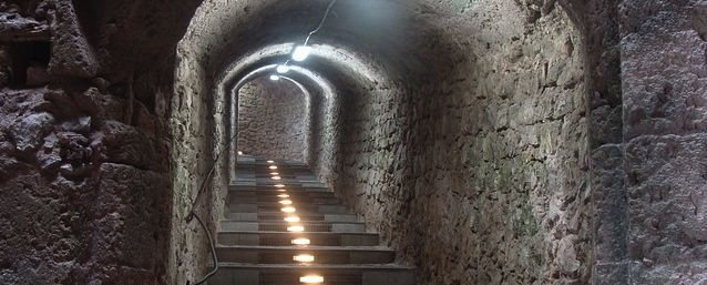 tunnel-116388_640